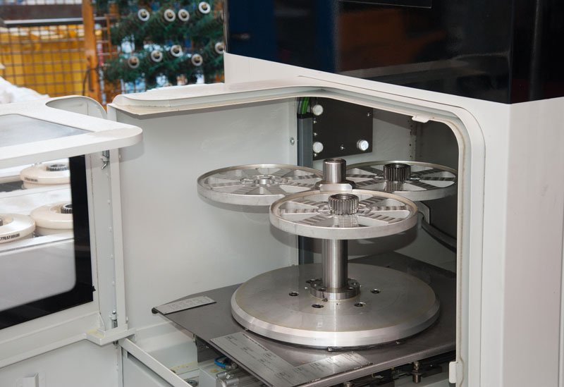 The multifunctional axis allows the extraction of measuring and test parts