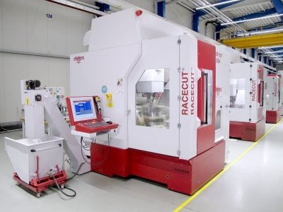 The RXP 601 DSH used as pilot plant for gearwheel machining. Photo courtesy of Röders.